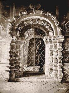 Вид наличника двери северного придела Воскресенского собора на Борисоглебской стороне. Ярославская губ.