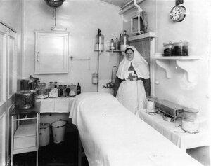 Медицинская сестра в перевязочной