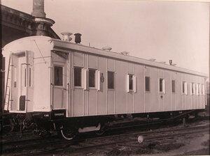 Общий вид вагона-прачечной; в левой части вагона - тамбур с откидным углом.