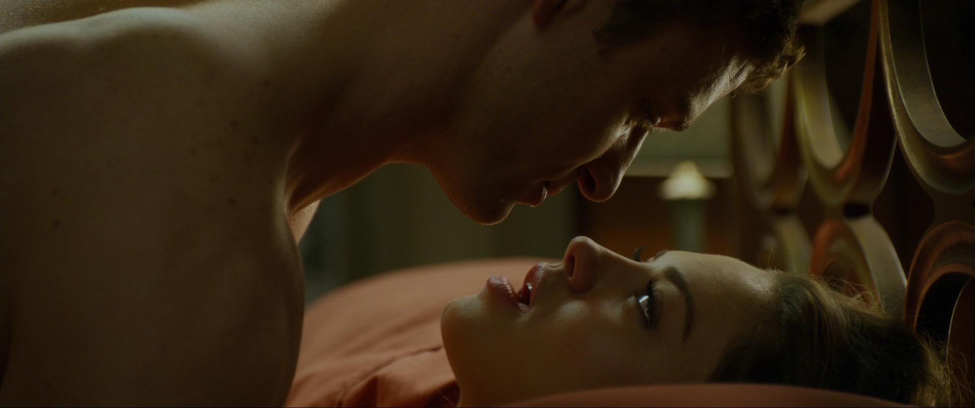 posmotret-film-seks-po-druzhbe