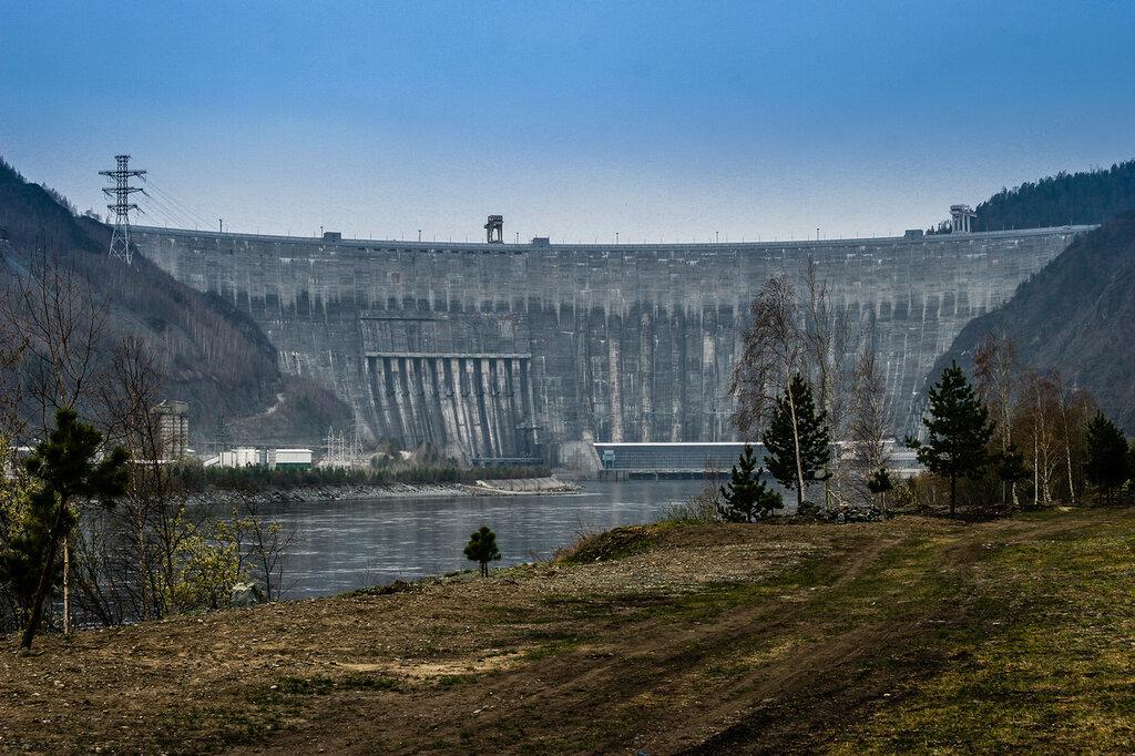 Плотина Саяно-Шушенской ГЭС на реке Енисей. Россия, республика Хакасия.