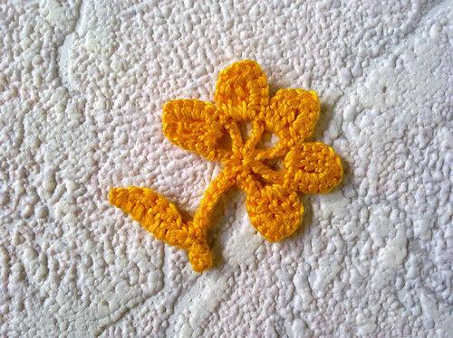 Очаровательный цветок «Дюймовочка 1»