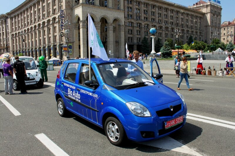 Выставка электромобилей на Крещатике