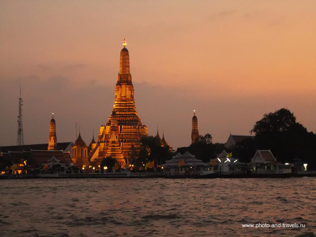 6. Если вы составляете план экскурсий по Бангкоку, не пропустите Храм Ват Арун (Wat Arun). Такой вид открывается с пирса №8Tha Tien.