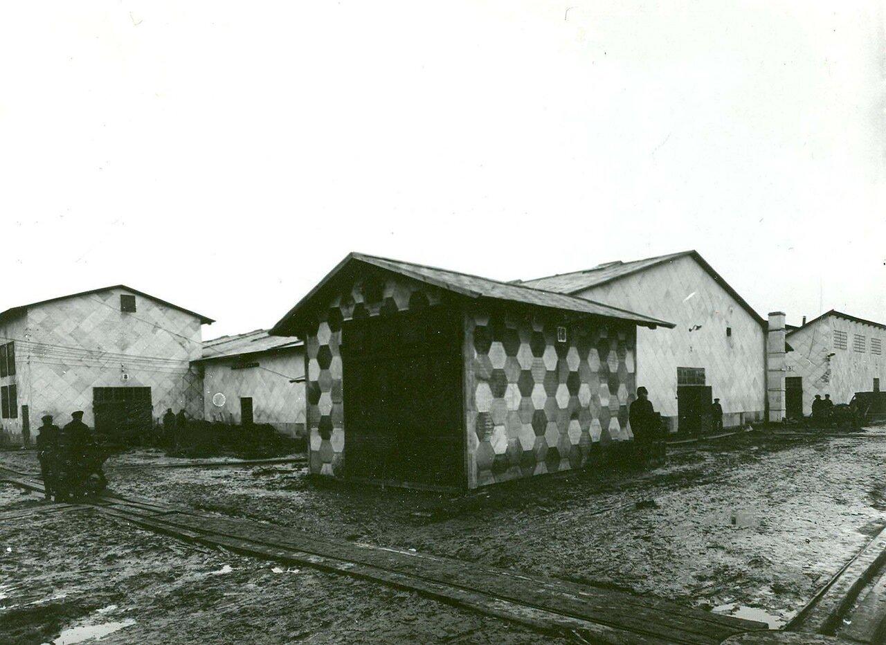 13. Складские помещения завода, построенные из огнестойких материалов, выпускаемых заводом