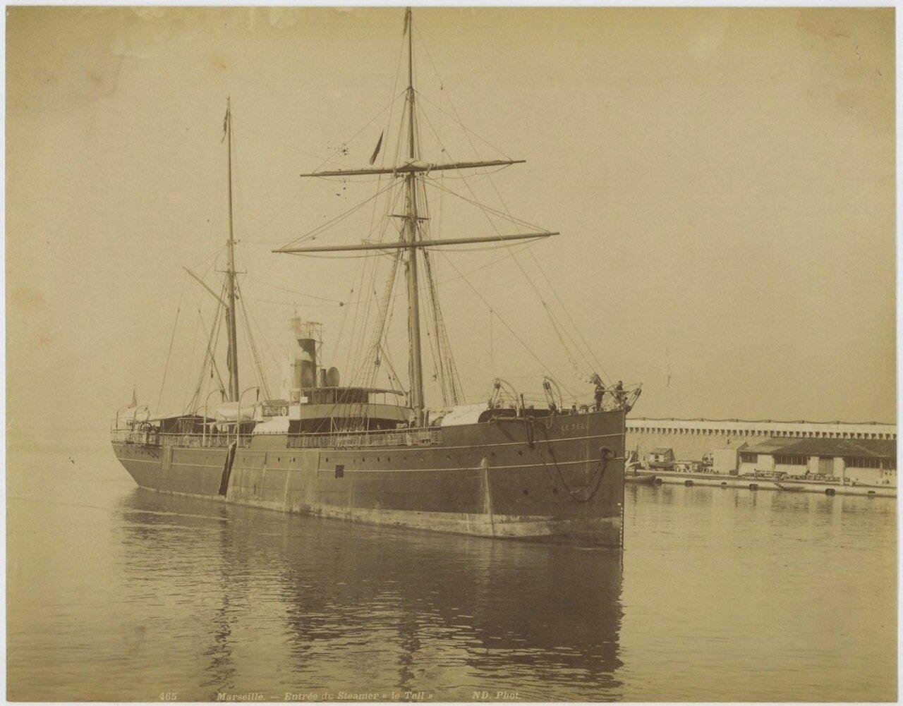 Пароход входит в гавань Марселя