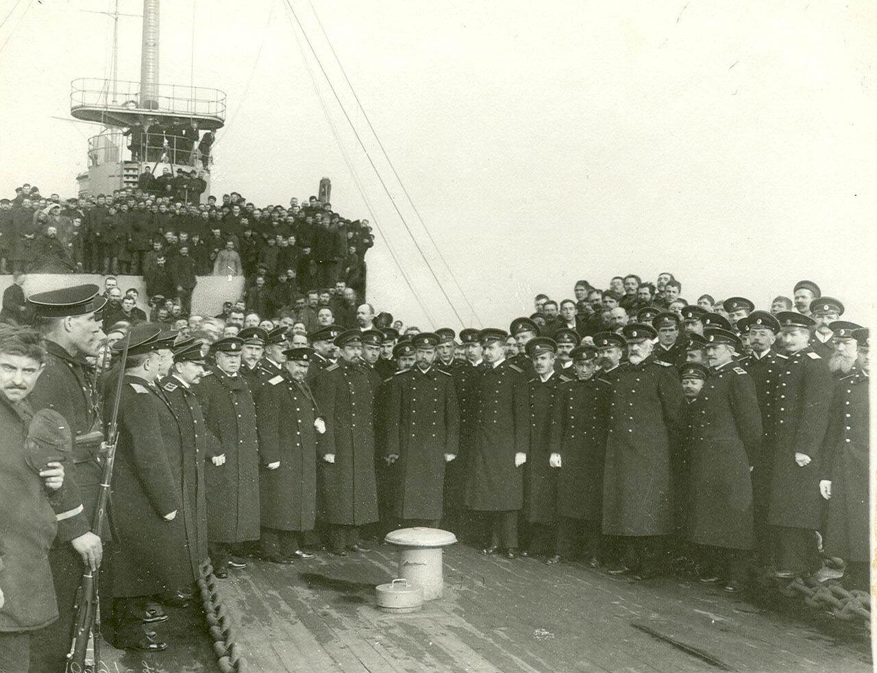 19. Император Николай II с группой офицеров Морского министерства на палубе линкора