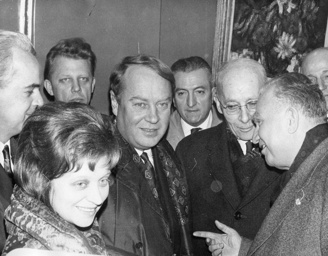 1964. Зять Хрущева Аджубей во время встречи в рамках заседания общества советско-французской дружбы