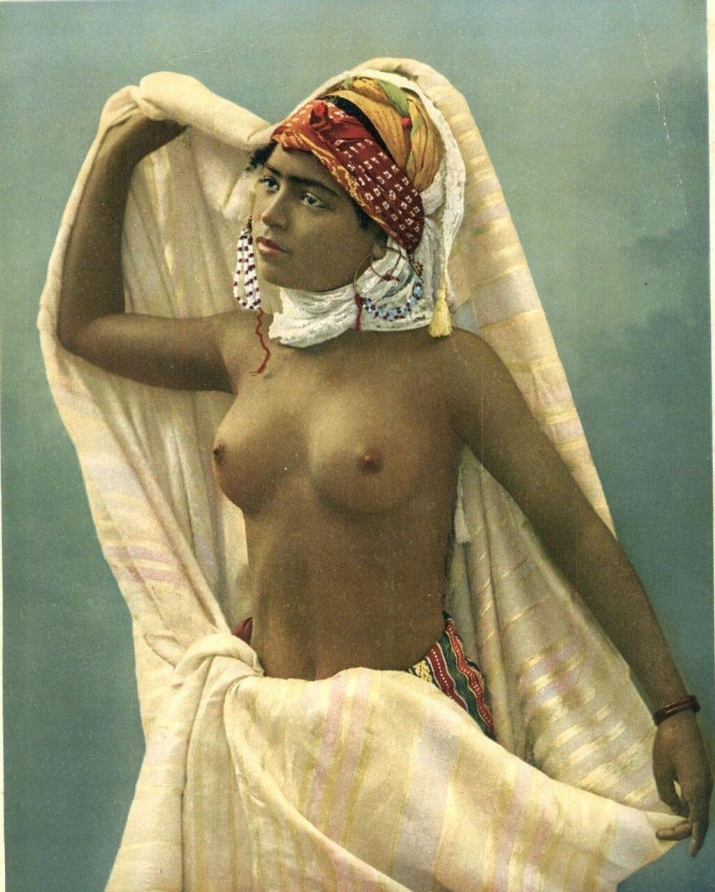 1900-е.  Исполнительница танца живота