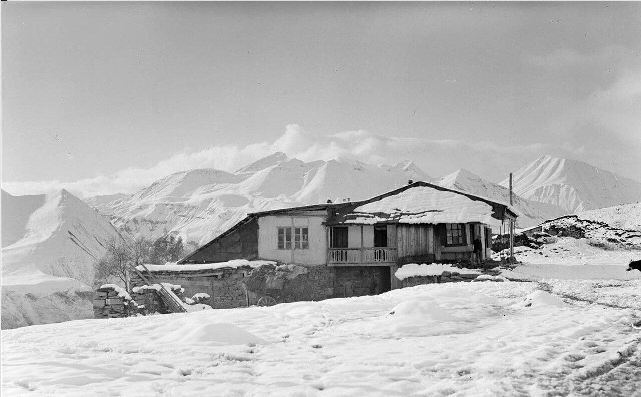 Дом в Кавказских горах