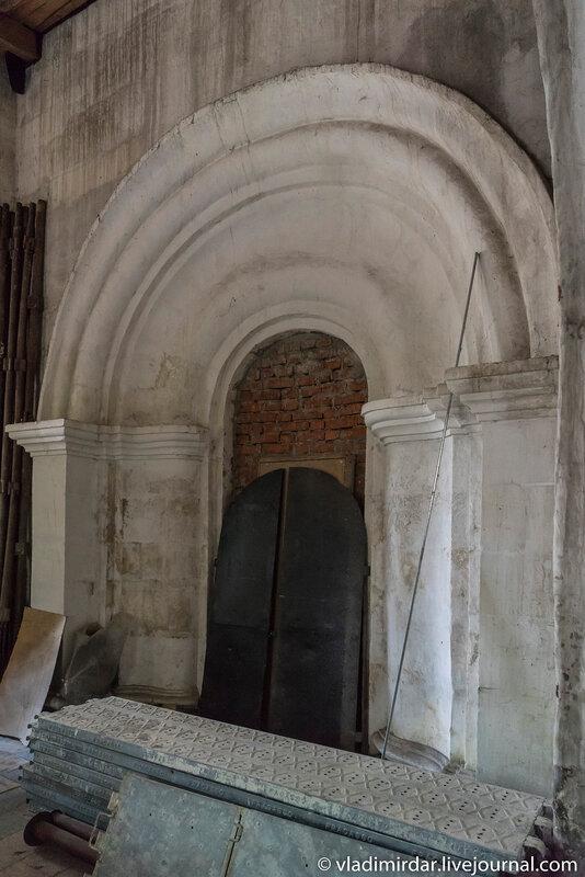 Врата придела святой великомученицы Екатерины