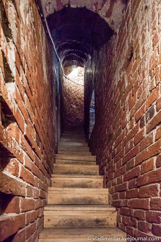 Лестница на колокольню Храма Преображения в царском селе Остров