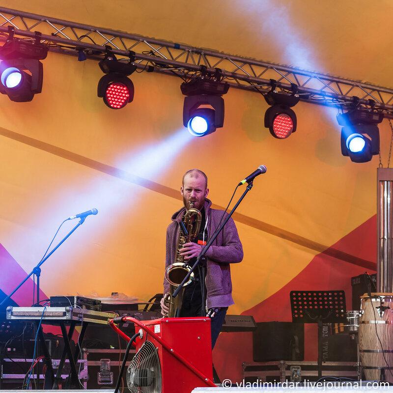 Олег Маряхин. Саксофон, труба, калимба, электроника.