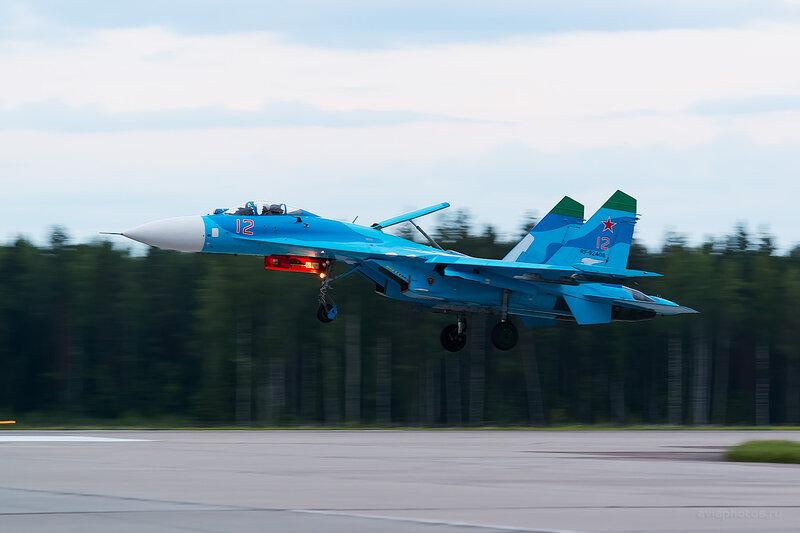 Сухой Су-27П (RF-92408 / 12 красный) D806862e