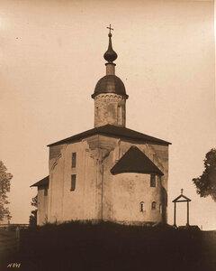 Вид юго-восточного фасада церкви Двенадцати Апостолов на Пропастех (построена в 1454 г.). Новгород г.