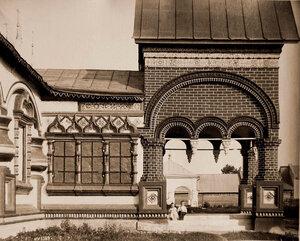 Вид боковой части западного входа в церковь Иоанна Златоуста в Коровниках. Ярославль г.