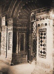 Вид западной двери в Покровском соборе. Москва г.