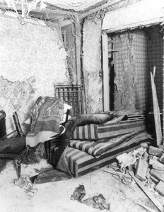 Спальня в квартире  начальника Петербургского охранного отделения полковника  Сергея Георгиевича Карпова, разрушенная взрывом.