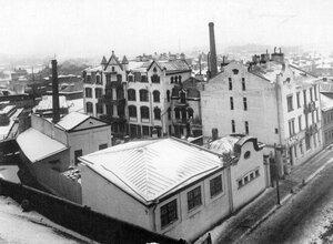 Общий вид зданий завода красок, лаков, смоляных продуктов и москательных товаров Джона Гернандта.