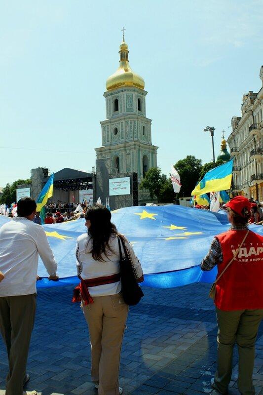 Большой флаг Евросоюза на Софиевской площади
