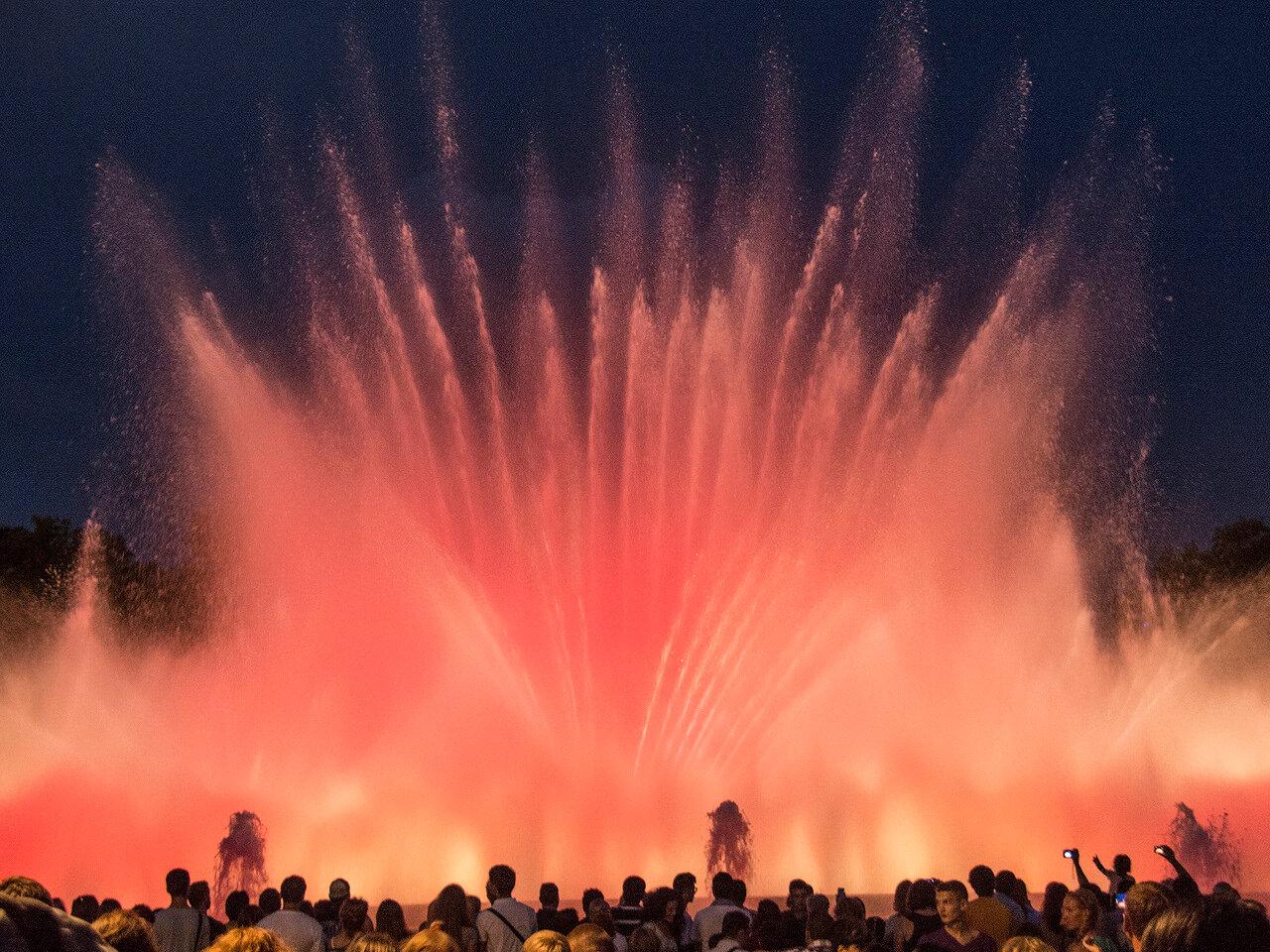 Поющие фонтаны Барселоны. Большой фонтан 1