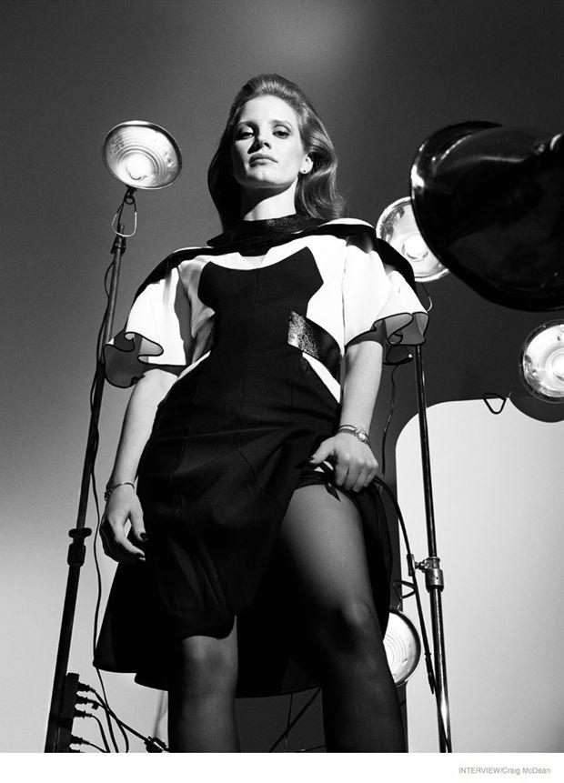 Джессика Честейн в черно-белой фотосессии для журнала Interview (октябрь 2014)