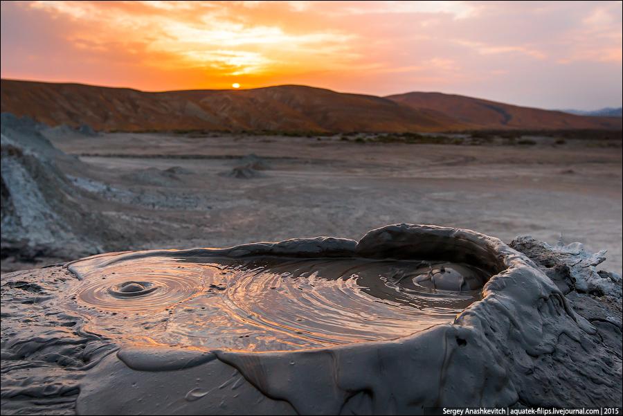 Грязевые вулканы Гобустана / Mud volcanoes in Azerbaijan