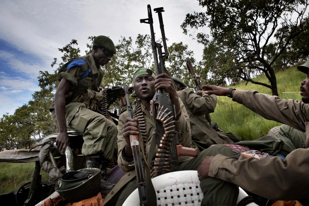 Конго - солдаты на снимках британского фотографа Marcus Bleasadale (2)