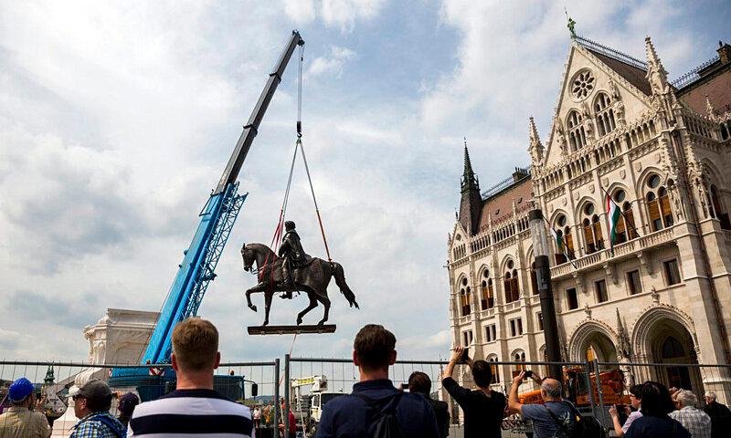 Felállítják Andrássy Gyula lovas szobrát a Kossuth téren
