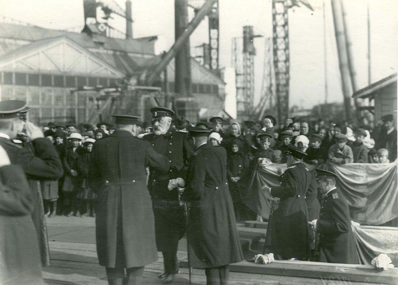 Закладка зданий отдела Подводного плавания. На первом плане морской министр адмирал И.К. Григорович