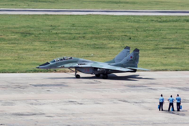 Микоян-Гуревич МиГ-29УБ (RF-92265 / 34 красный) D805593