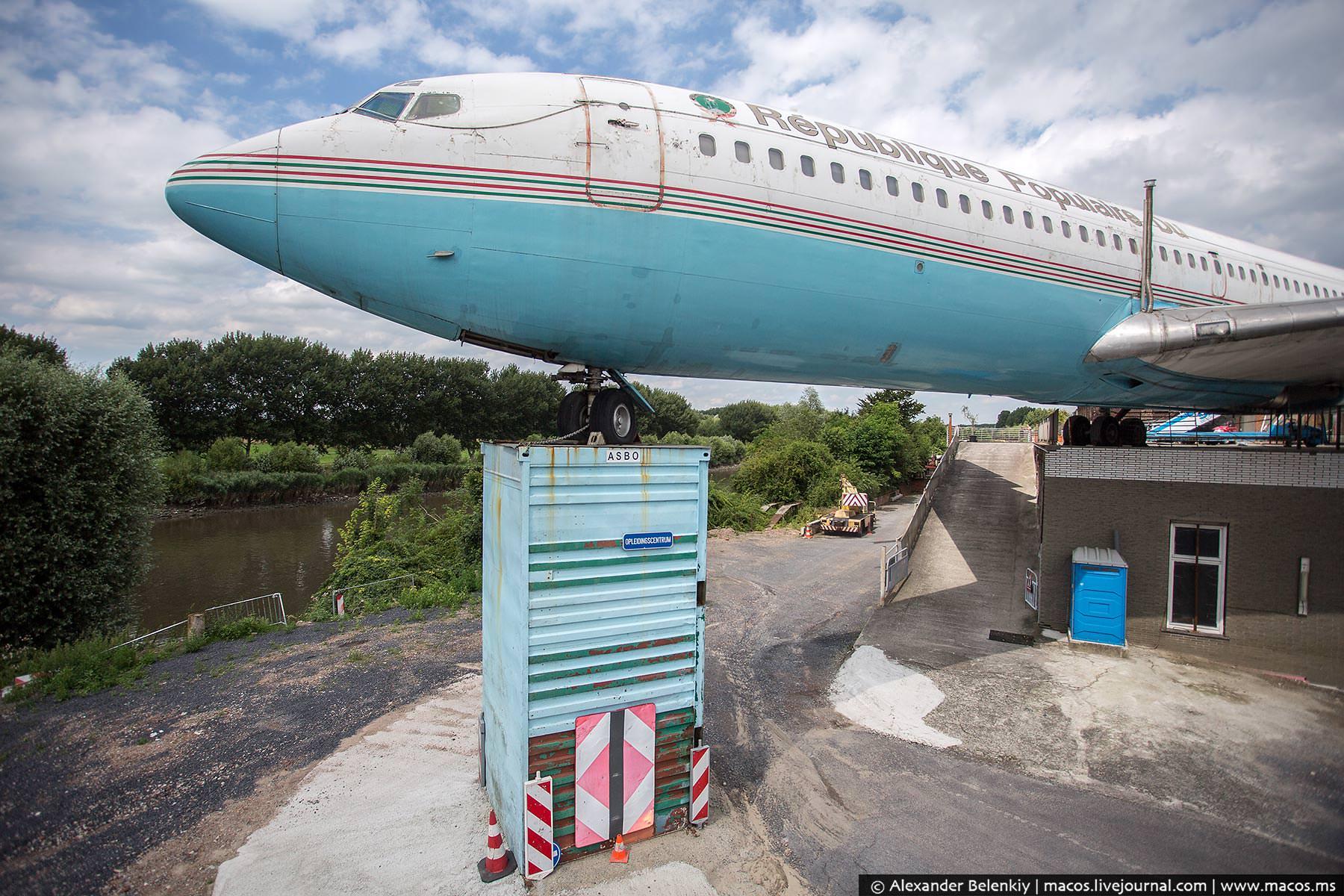 Самолёт президента сослали в деревню