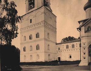 Вид части звонницы в Толгском монастыре (постройка 1683-1685 гг.). Ярославль г., близ Ярославля