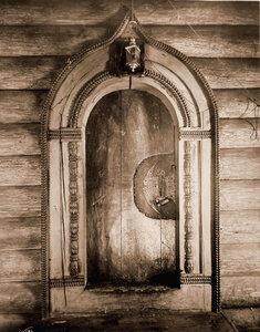 Вид входных дверей церкви Иоанна Богослова на реке Ишне. Ярославская губ., близ Ростова
