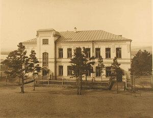 Главный вход в лазарет и здание амбулатории