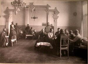 Раненые в палате лазарета,устроенного сотрудниками газеты Русское слово.