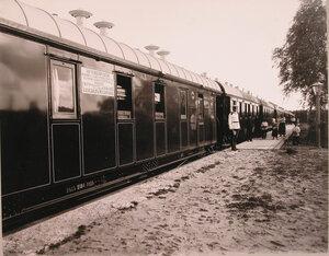 Общий вид военно-санитарного поезда перед отправкой со стороны станции.