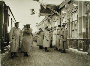 Император Николай II принимает рапорт полков по прибытии на смотр