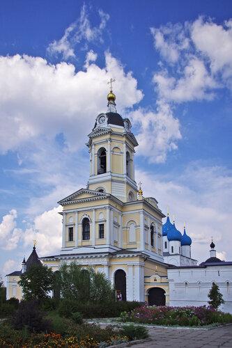 Церковь Трех Святителей Великих в колокольне Высоцкого монастыря