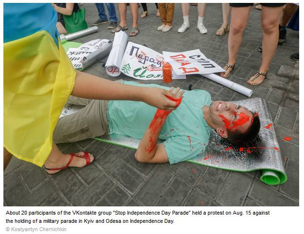 Protesters_want_military_parade_cancelled_for_Independence_Day_-_2014-08-16_19.45.25.jpg