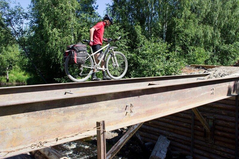 переходим ремонтируемый мост рядом с Чална