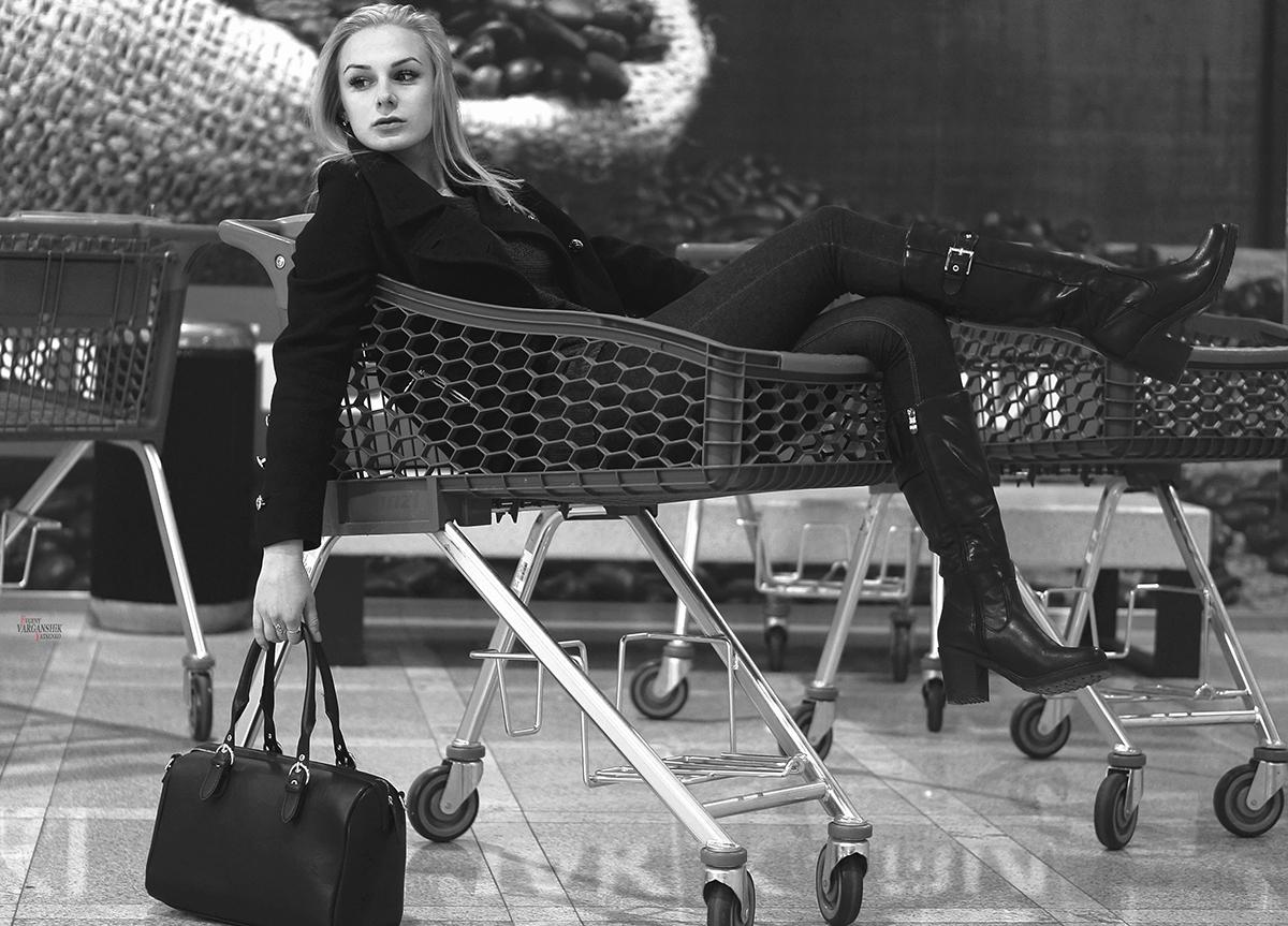 Алёнка в тележке или Как мы в супермаркет сходили