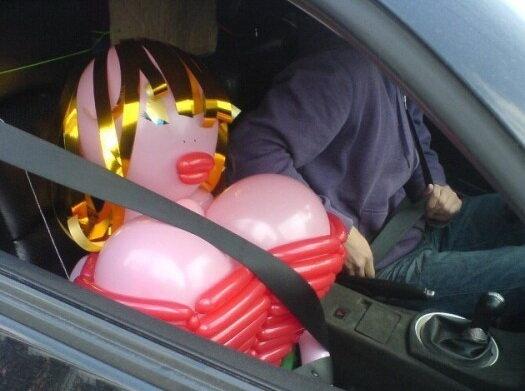 надувная баба в машине