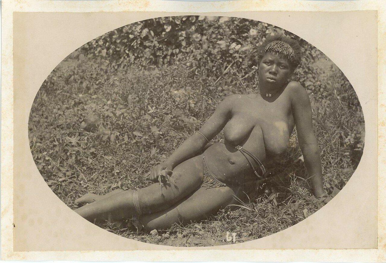 nyu-afrikanskie-devushki-topless-nyu-krutoy-otsos-kazashki
