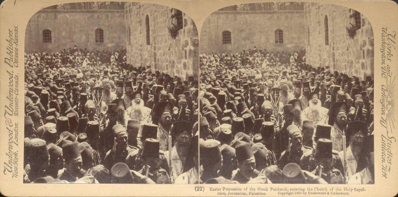 Иерусалим. Пасхальная процессия греческой церкви возле входа в Храм Гроба Господня. 1900