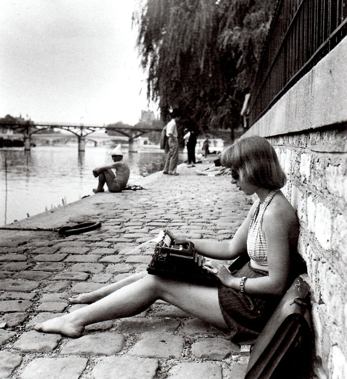 1947. Машинистка. Сквер Вер-Галан