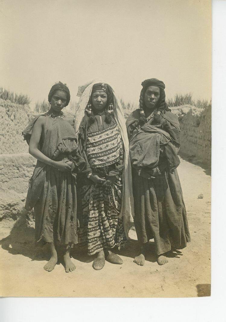 1880. Три женщины