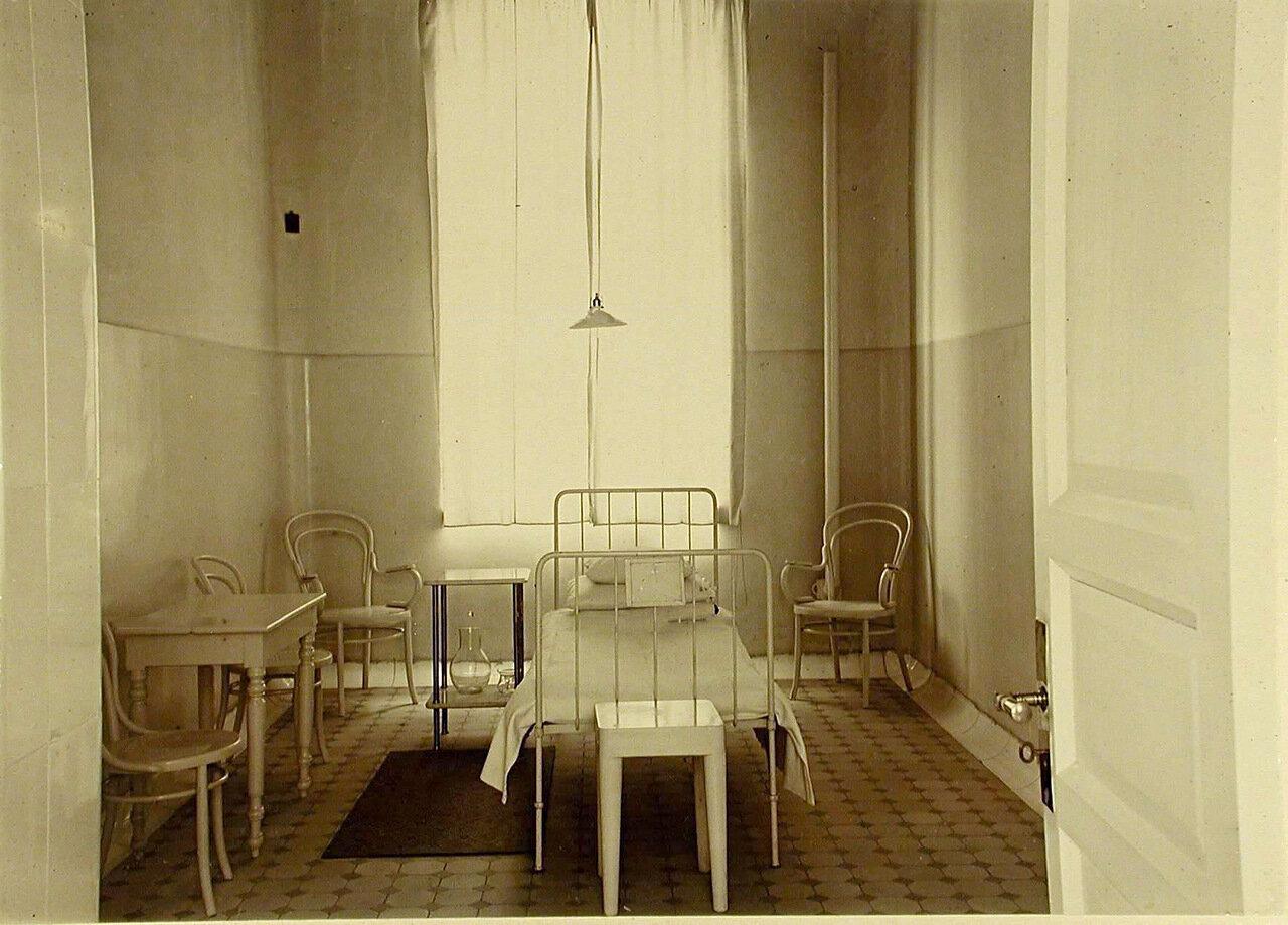 31. Одноместная палата в больнице общины