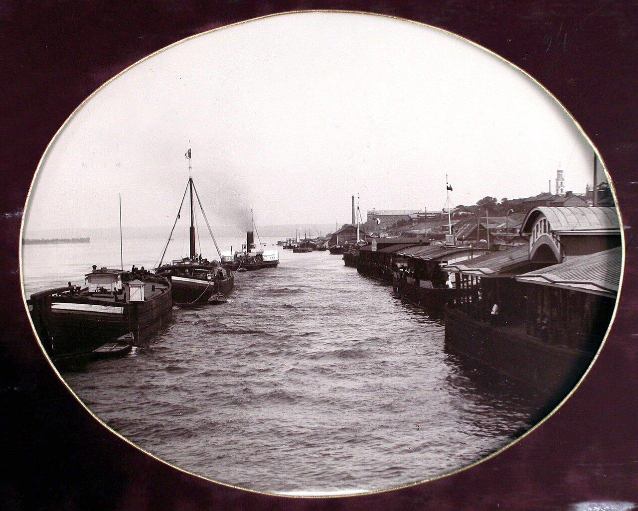 13. Вид на пароходные пристани на р. Волге с южной стороны