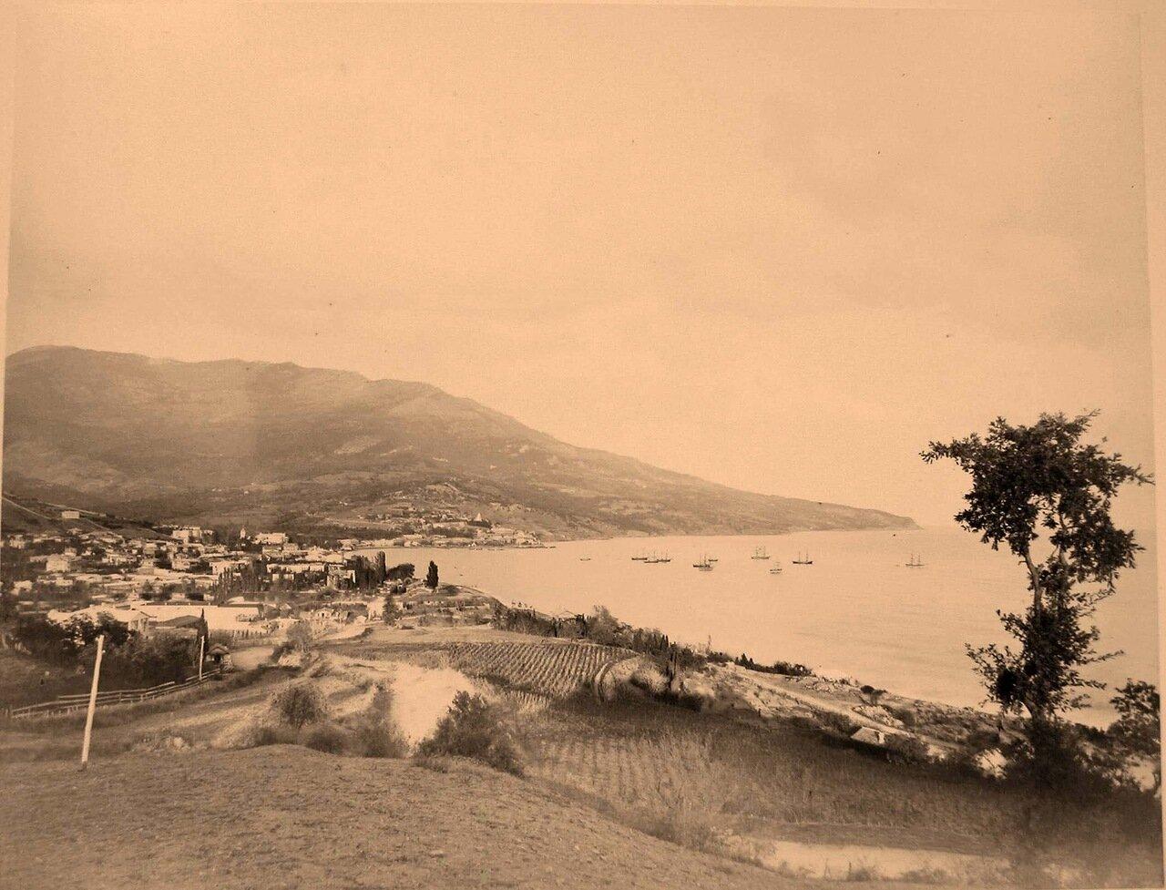 37. Ялта. Вид на город со стороны Ливадии